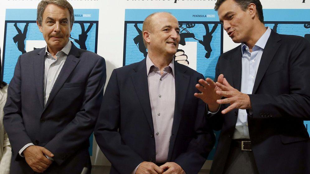 Foto: José Luis Rodríguez Zapatero, Miguel Sebastián y Pedro Sánchez, durante la presentación del libro del exministro de Industria, este 6 de octubre en Madrid. (EFE)
