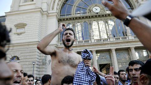 La Policía permite la entrada a la estación de tren de Budapest a los refugiados
