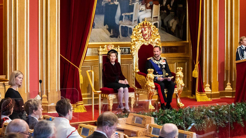El príncipe Haakon y la reina Sonia, en la apertura del Parlamento. (Parlamento de Noruega)