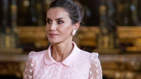 La reina Letizia nos lo avisó, así es el vestido rosa más elegante para una invitada de boda