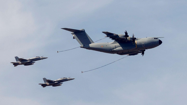 Preparativos para el desfile militar aéreo del 12 de octubre. (EFE)