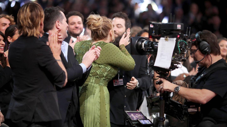 Adele y Simon Konecki, durante los Premios Grammy de 2017. (Getty)