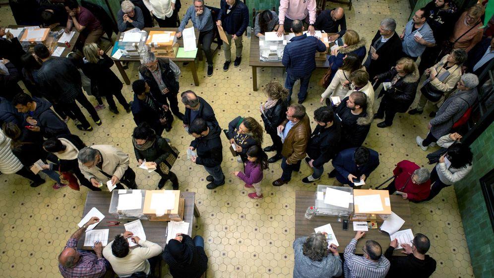 Foto: Colegio electoral de la Universidad de Barcelona las pasadas elecciones del 28 de abril. (EFE)