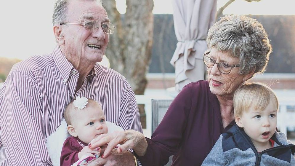 Foto: Al cuidar de sus nietos los abuelos están alargando su vida (Foto: Pixabay)