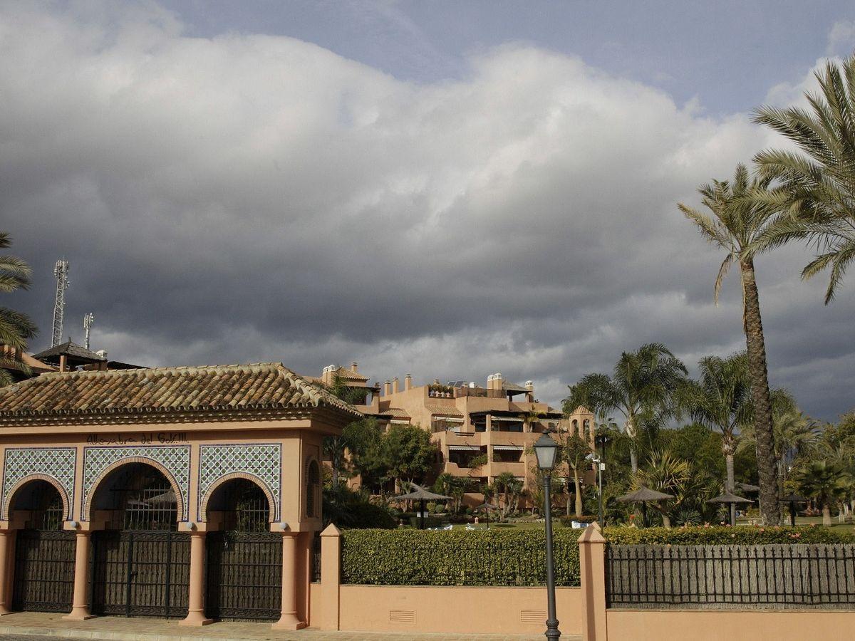 Foto: Vista de la urbanización Alhambra del Golf 3 en Guadalmina Baja en Marbella (Málaga), donde se encuentra el ático de González. (EFE)