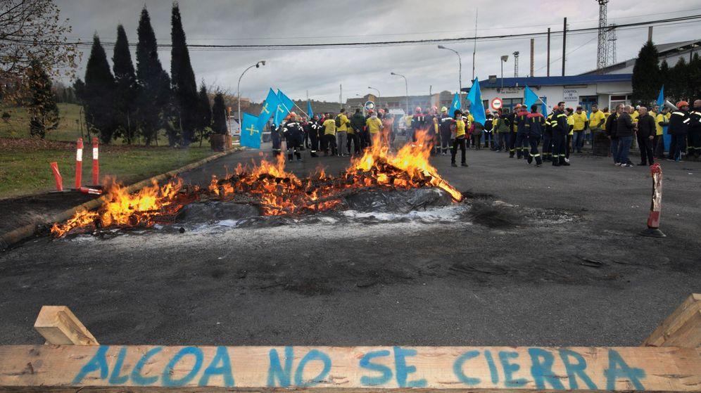 Foto: Protestas en la planta de Avilés de Alcoa. (EFE)