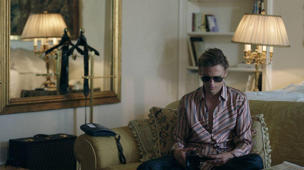 Foto: Jamie Campbell como protagonista de la campaña 'Play me'. (Cortesía de Fendi)