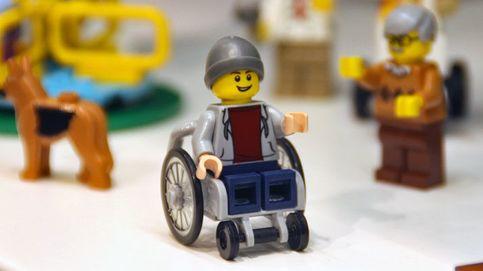 Lego da a conocer su primera figura de un joven en silla de ruedas