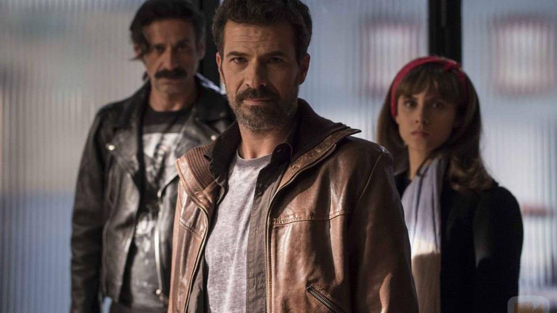 Foto: Alonso (Nacho Fresneda), Julián (Rodolfo Sancho), Amelia (Aura Garrido), en el despacho de Salvador en 'El Ministerio del Tiempo'
