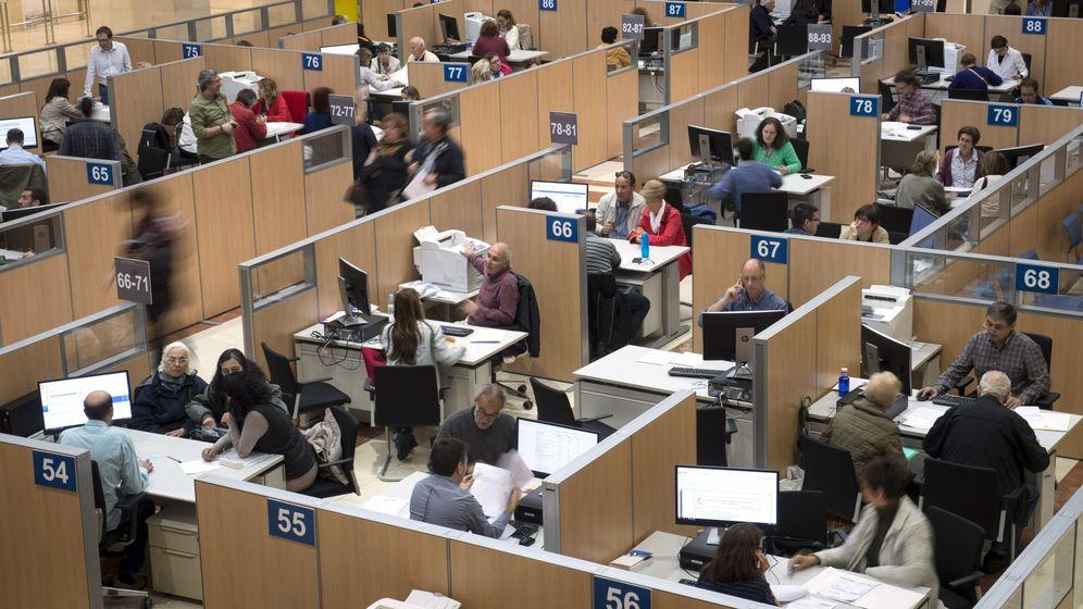 Foto: ¿Debo hacer la declaración de la renta si no tengo ingresos, solo ayuda familiar para pagar la hipoteca? (EFE)