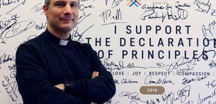 Post de 'Running' en la plaza de San Pedro: el cura español que ha puesto a correr al Vaticano