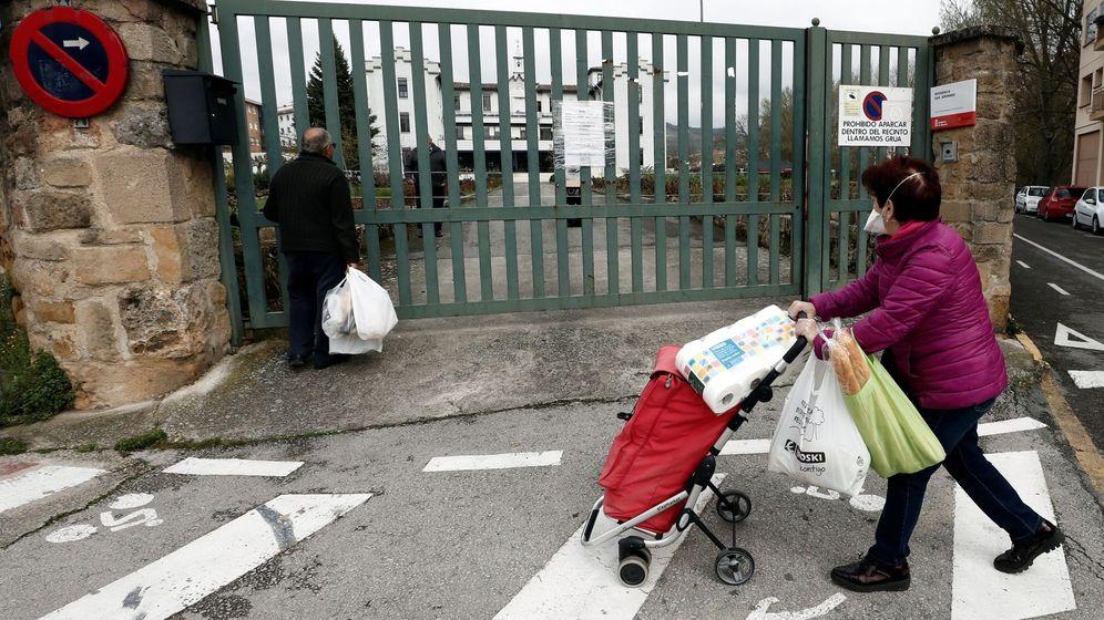 Foto: La Residencia San Jerónimo de Estella donde quince trabajadores conviven 24 horas al día con sus ancianos. (EFE)