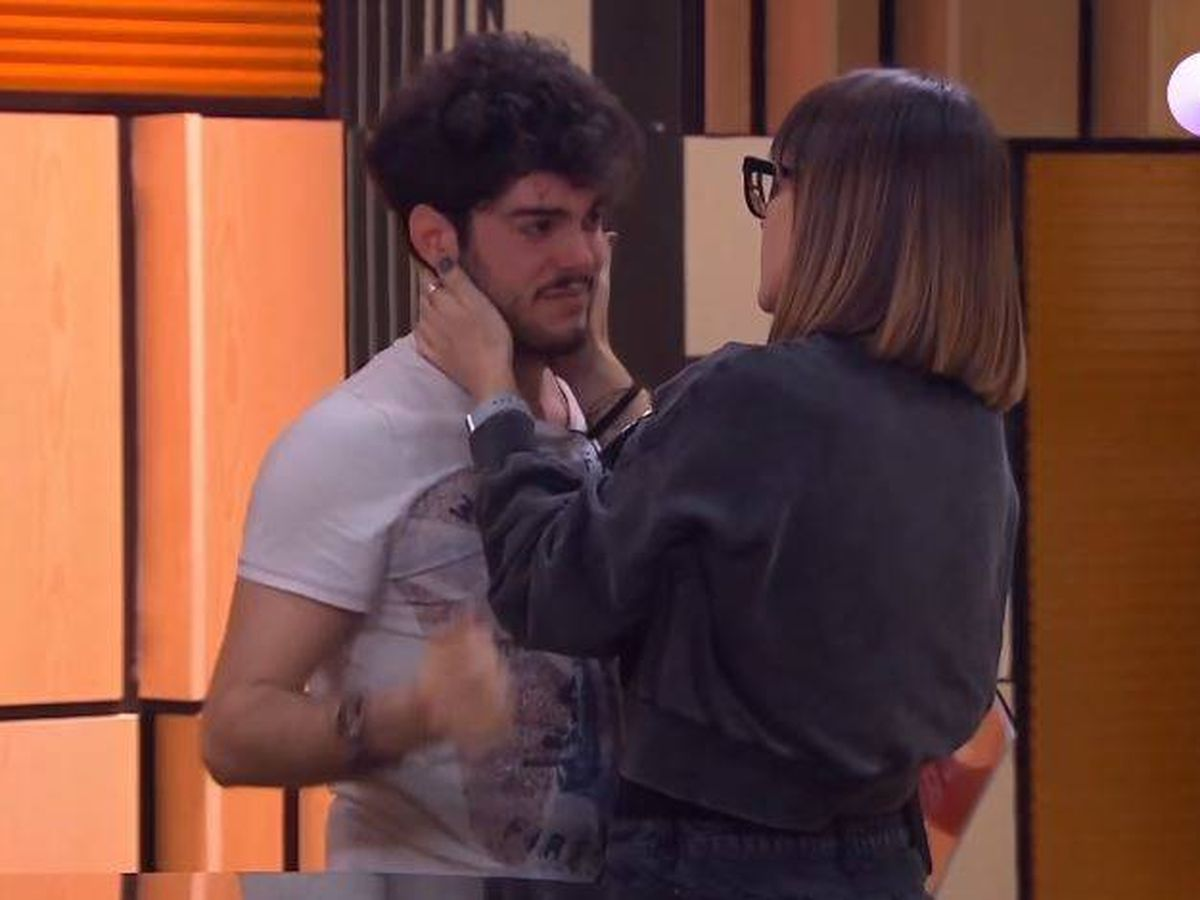Foto: Noemí Galera consuela a Rafa en 'OT 2020'. (Youtube)