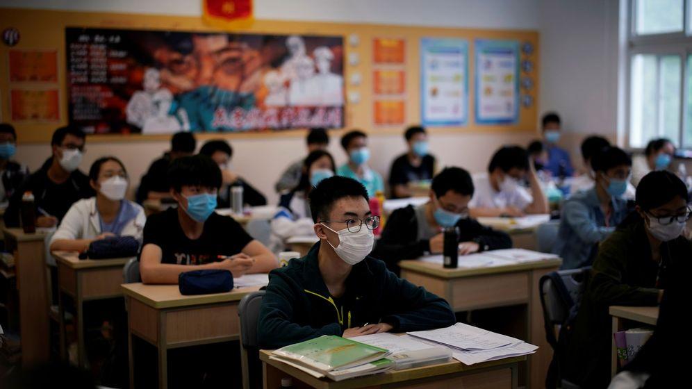 Foto: Estudiantes con mascarilla en China. (Reuters)