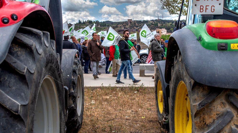Foto: Cientos de agricultores piden agricultura rentable para evitar despoblación en Toledo. (EFE)