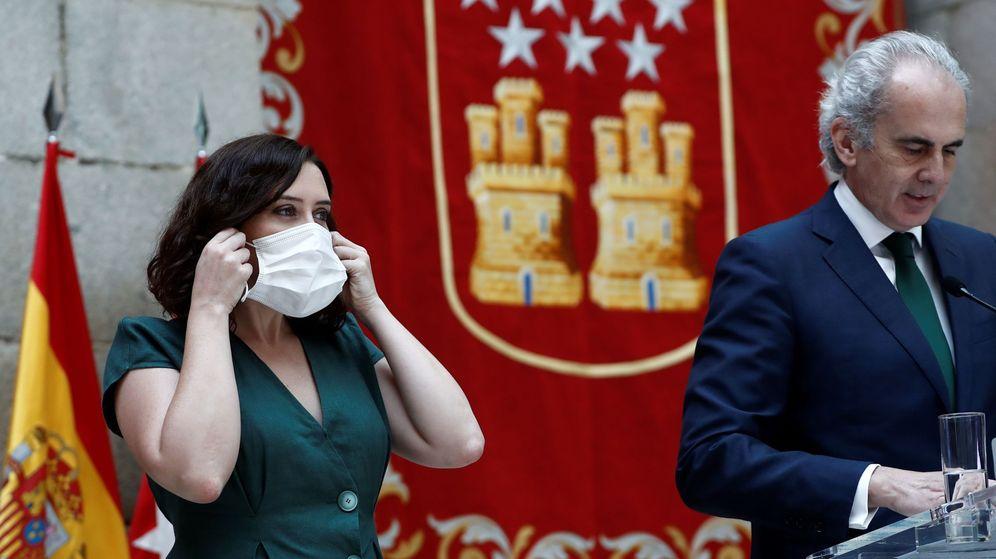 Foto: La presidenta de la Comunidad de Madrid, Isabel Díaz Ayuso, y el consejero de Sanidad, Enrique Ruiz Escudero. (EFE)