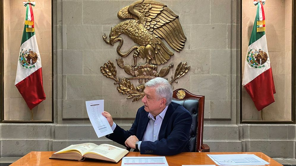 Foto: El presidente de México, Andrés Manuel López Obrador, durante un mensaje desde el Palacio Nacional de Ciudad de México. (EFE)