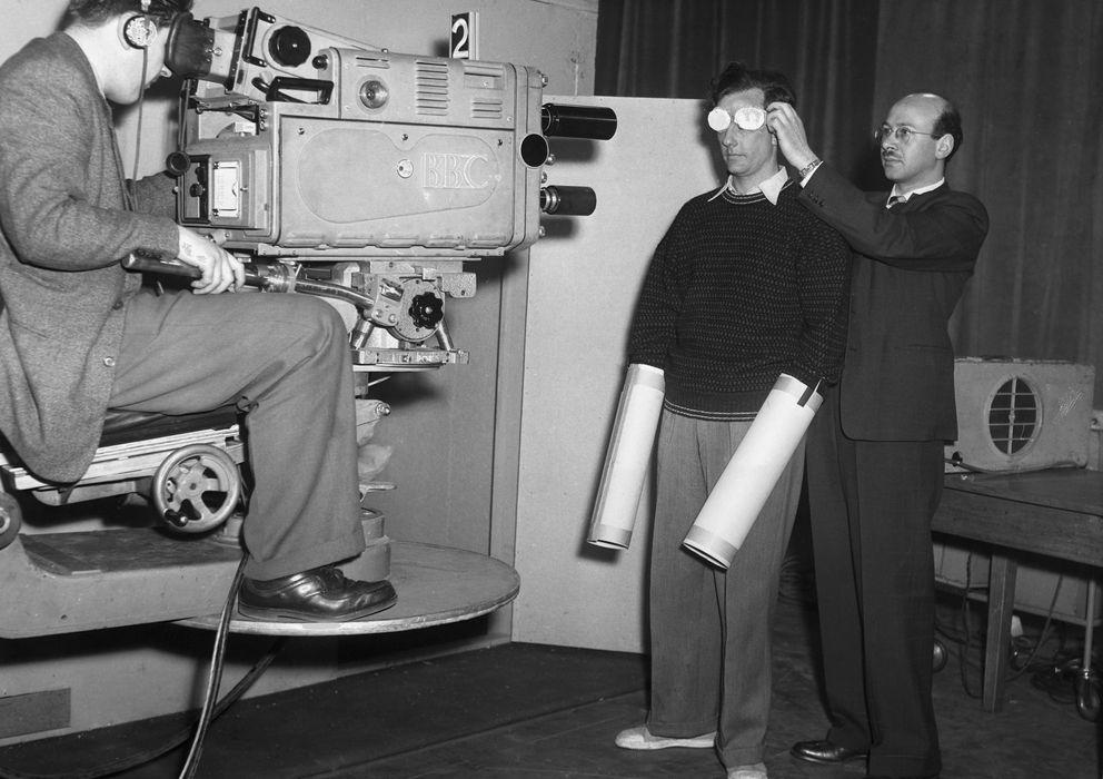 Foto: El psicólogo Russell Willett se somete a un experimento de control mental en un programa de televisión. (Corbis)