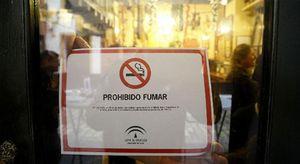 Foto: Hosteleros presentan 600.000 firmas ante la Defensora del Pueblo para exigir la suspensión de la ley del tabaco