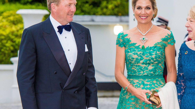 Un vestido irlandés, un 'huevo esmeralda' y otros detalles del look de gala de Máxima