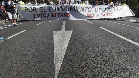 El sector del taxi plantea un paro general el día 29 tras reunirse con Fomento