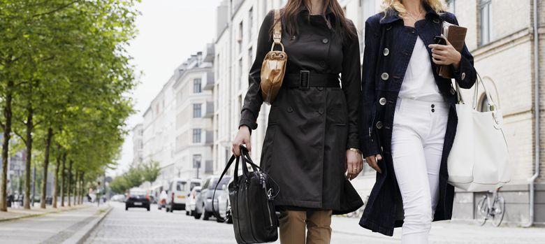 Foto: Dos mujeres pasean por Copenhage. (Corbis)