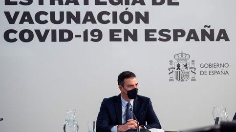 El plan de vacunación de Sánchez: un 'cortapega' de informes europeos sin detalles clave