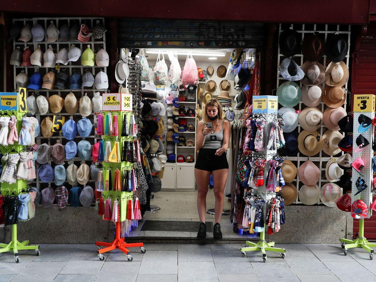 Foto: Un comercio en el centro de Madrid. (Reuters)