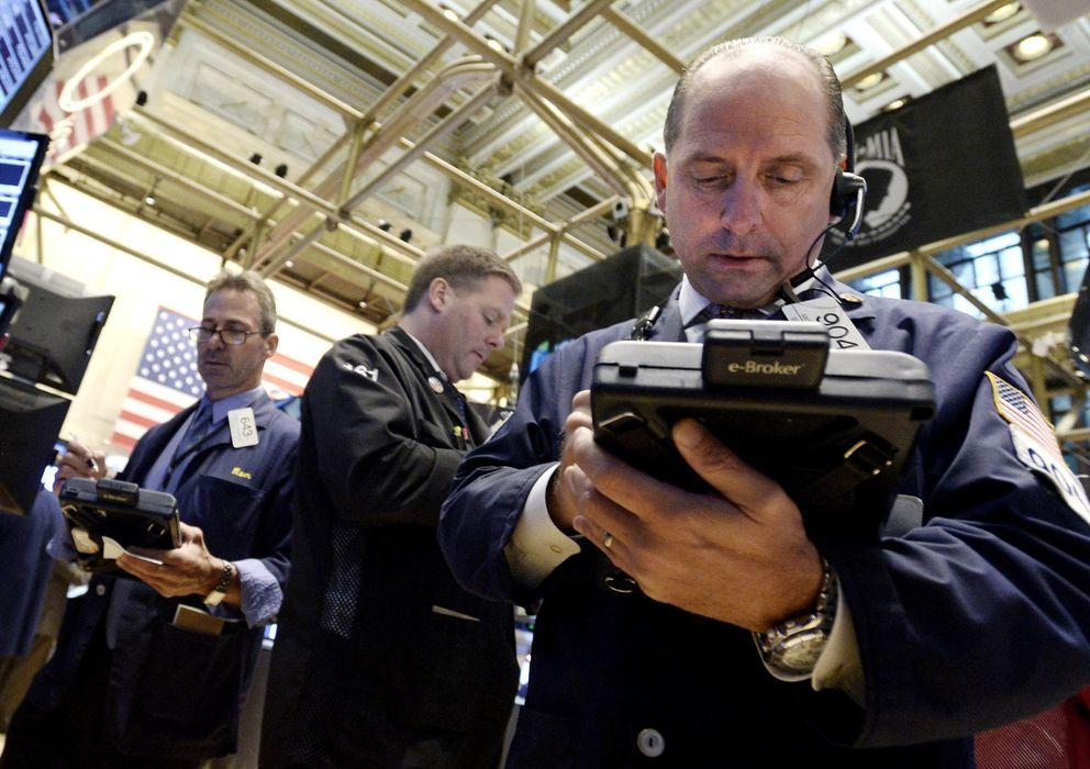 Foto: Un operador realiza operaciones en el interior de la Bolsa de Nueva York