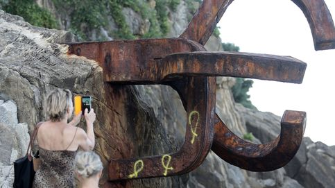 Máxima protección para el Peine del Viento y su entorno tras el ataque con lazos amarillos