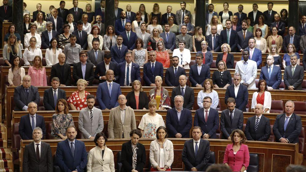 Foto: Vista general durante el minuto de silencio en el homenaje celebrado en 2019 en el Congreso de los Diputados a las víctimas del terrorismo, un acto que se celebra desde 2010. (EFE)