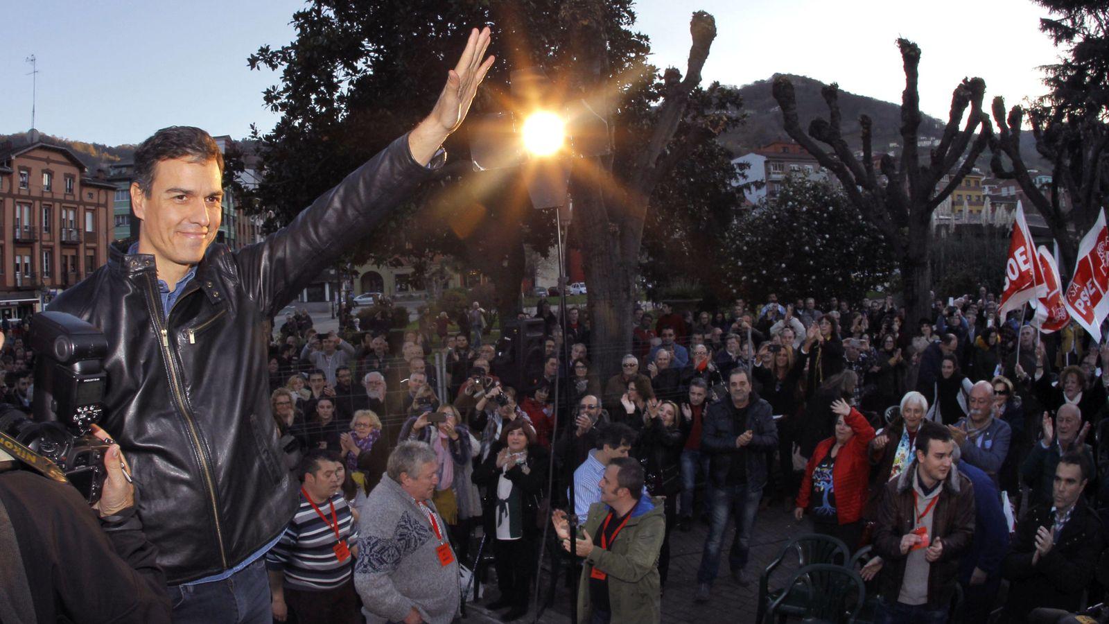 Foto: Pedro Sánchez, durante su último acto con militantes, el pasado 10 de diciembre en San Martín del Rey Aurelio, Asturias. (EFE)