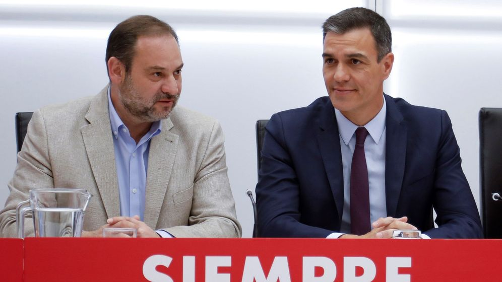 Foto: José Luis Ábalos y Pedro Sánchez, en un acto del PSOE. (EFE)