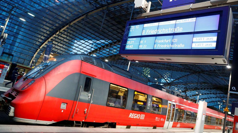 Foto: Un tren en la estación Hauptbahnhof en Berlín, en diciembre de 2018. (Reuters)