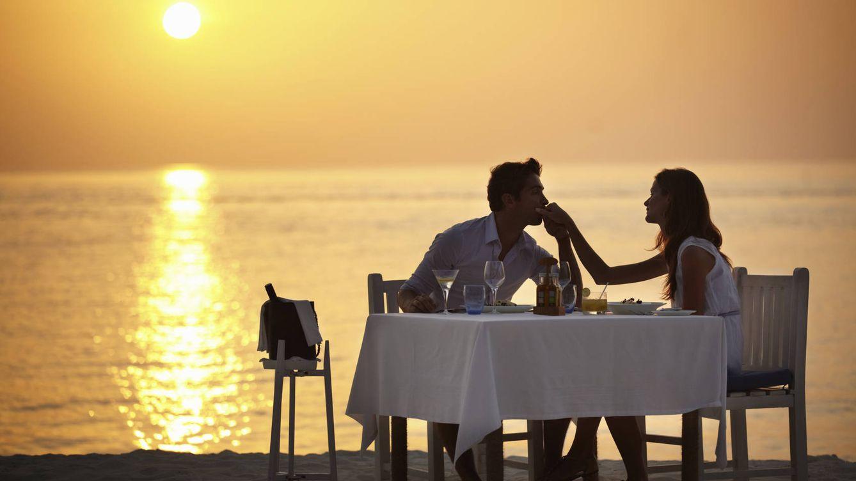 Foto: Que no te engañe la botella de champán: en realidad están bebiendo agua para acordarse de todo. (iStock)