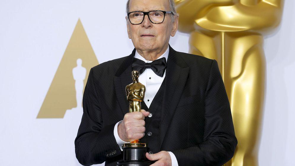 Foto: Ennio Morricone, con su premio Oscar por 'Los Odiosos Ocho'. (Reuters)