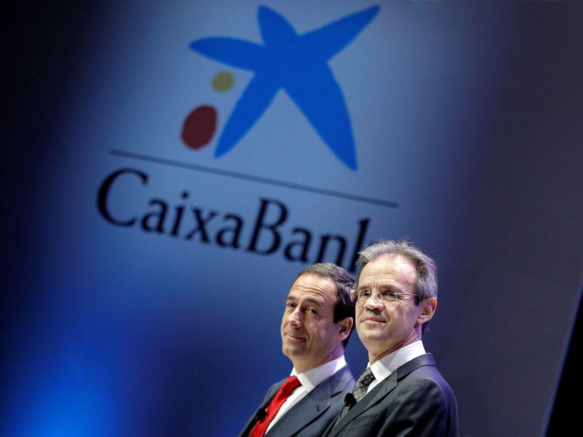 Foto: El presidente y el consejero delegado de Caixabank, Jordi Gual (d) y Gonzalo Gortázar, en un acto de la entidad. (EFE)