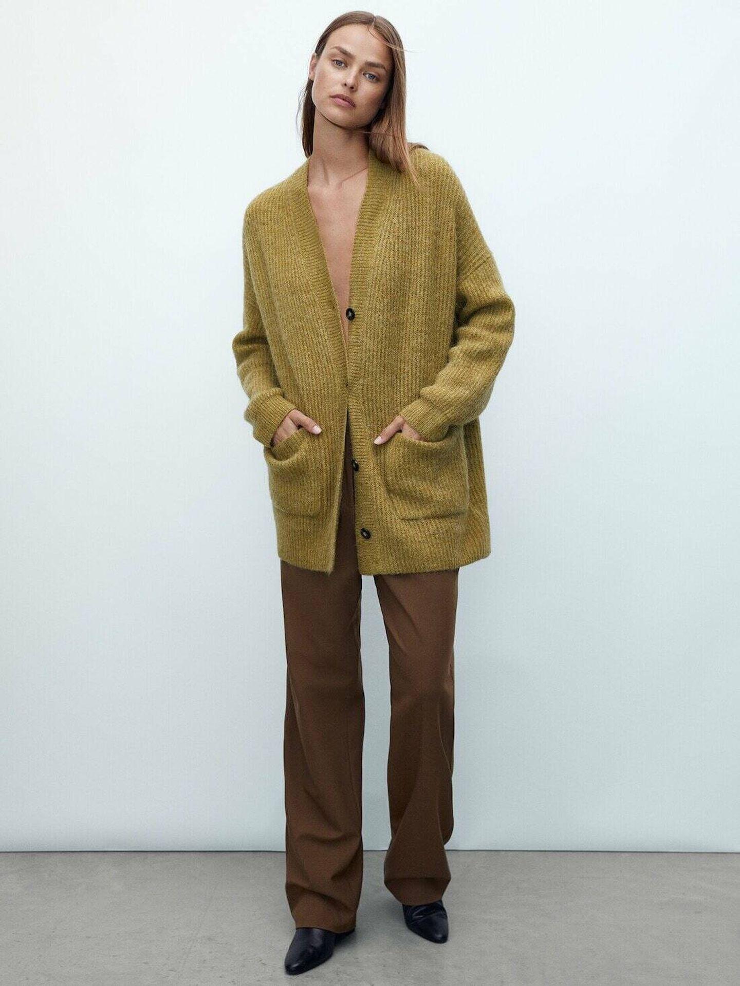 La chaqueta de punto de Massimo Dutti. (Cortesía)