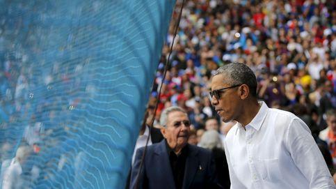 Obama se da un baño de masas en su visita a un partido de béisbol con Castro