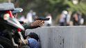 Noticias de Venezuela, en directo | Tanquetas del ejército atropellan a opositores en Caracas