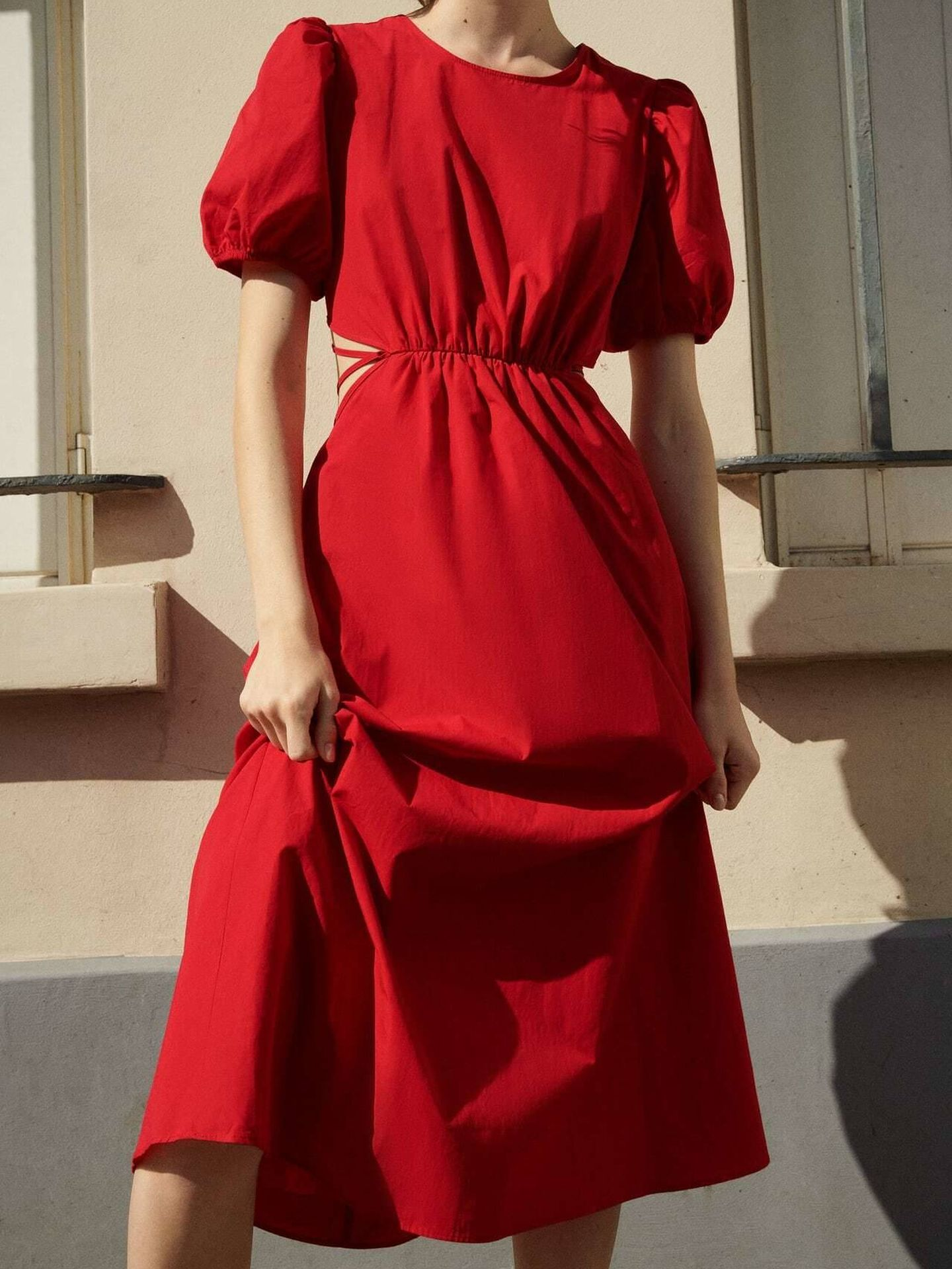 Un vestido rojo de Zara. (Cortesía)