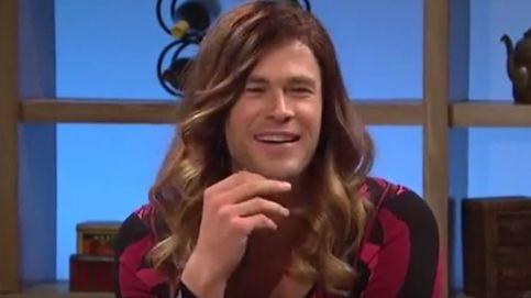 Chris Hemsworth se disfraza de mujer en 'Saturday Night Live'