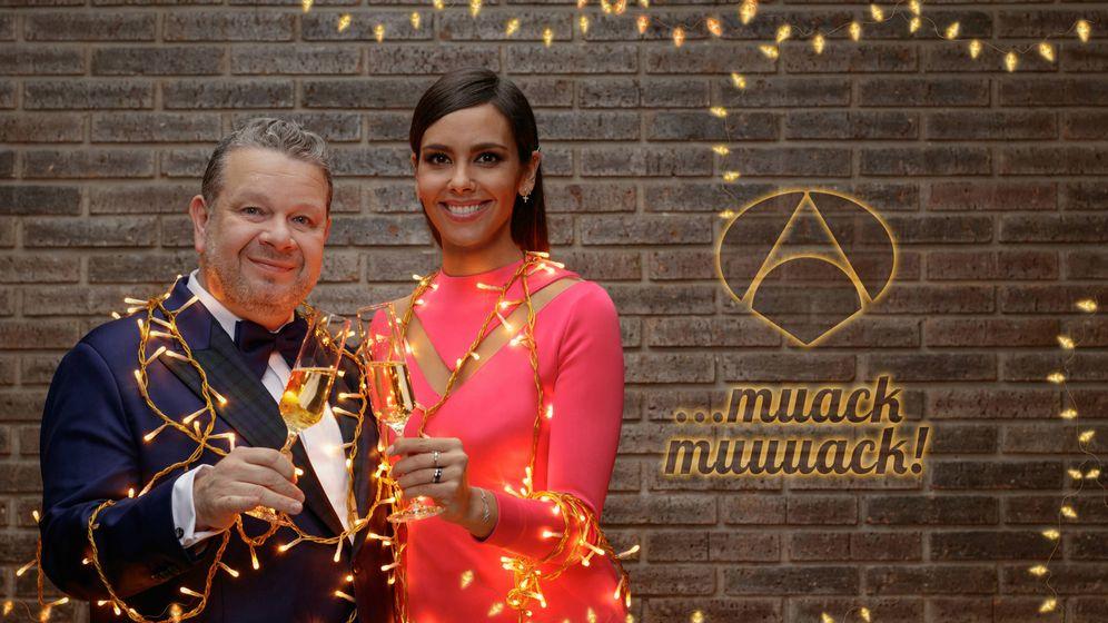 Foto: Alberto Chicote y Cristina Pedroche brindan por el año 2017 (Foto: © Roberto Garver)