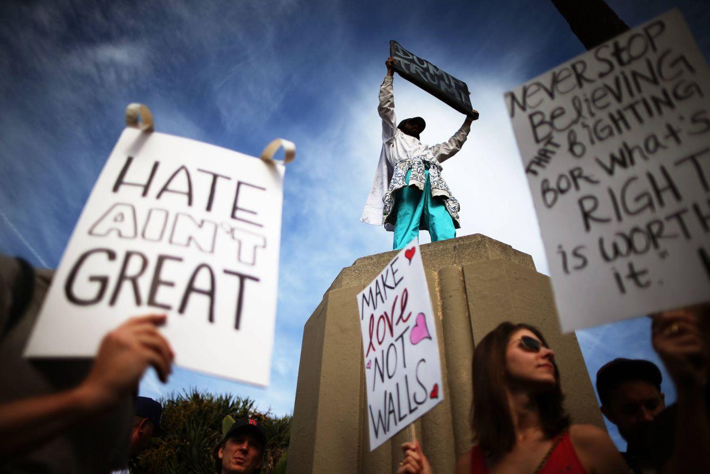Foto: Manifestantes durante una protesta en Los Ángeles contra la victoria electoral de Donald Trump, el 12 de noviembre de 2016. (Reuters)