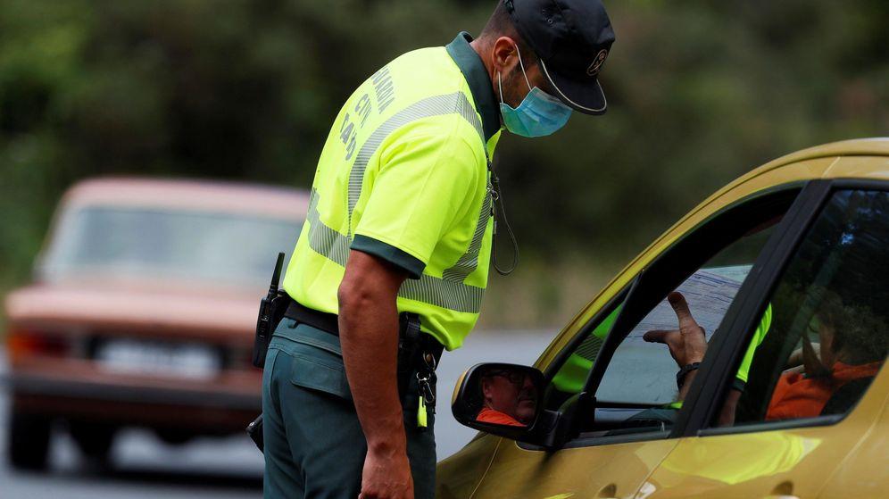 Foto: Control de la Guardia Civil por un rebrote de covid-19 en Lugo.