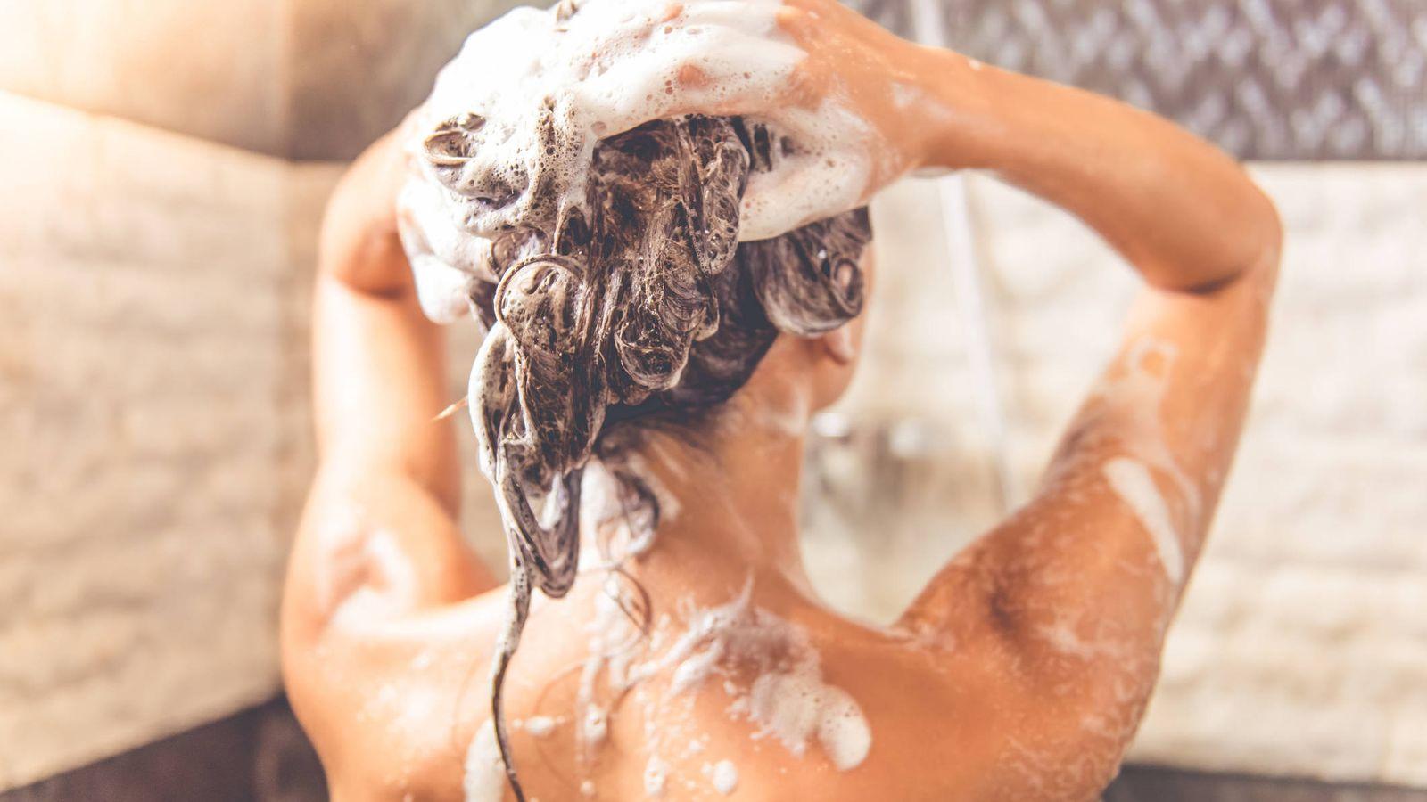 Foto: La espuma no es sinónimo de pelo sano. (Foto: iStock)