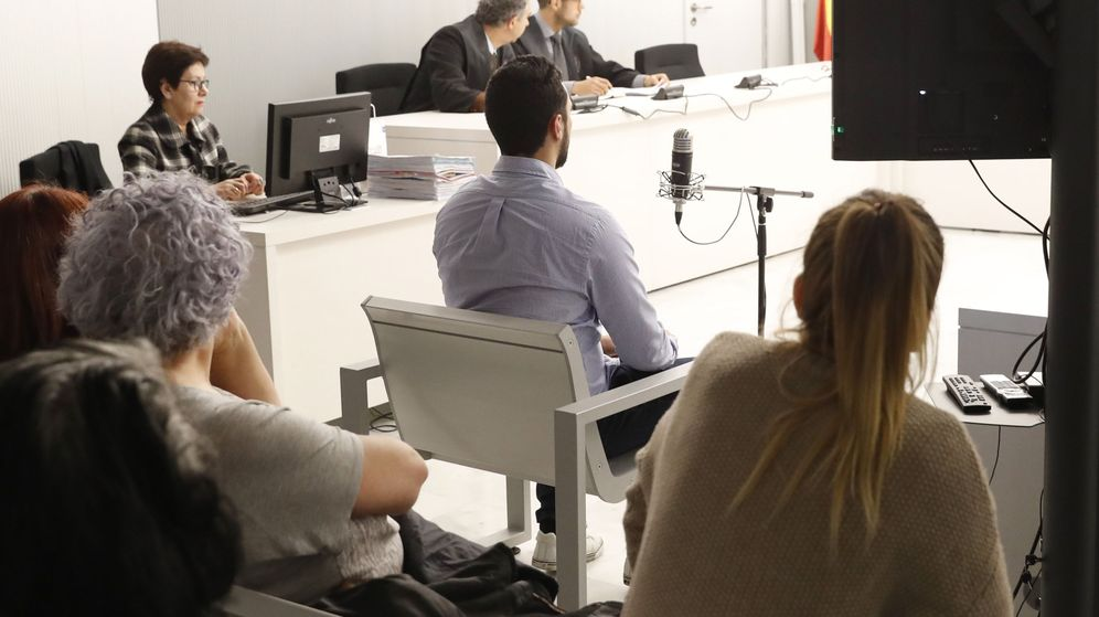 Foto: El rapero Miguel Arenas Beltrán, 'Valtonyc', durante el juicio. (EFE)
