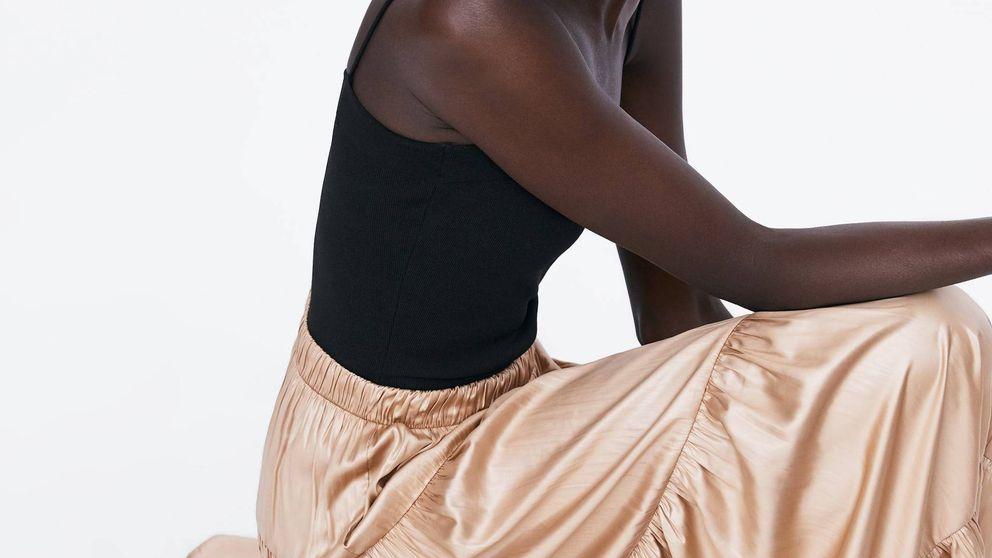 La falda dorada que triunfa en Instagram y que Alba Díaz Martín nos enseña a lucir
