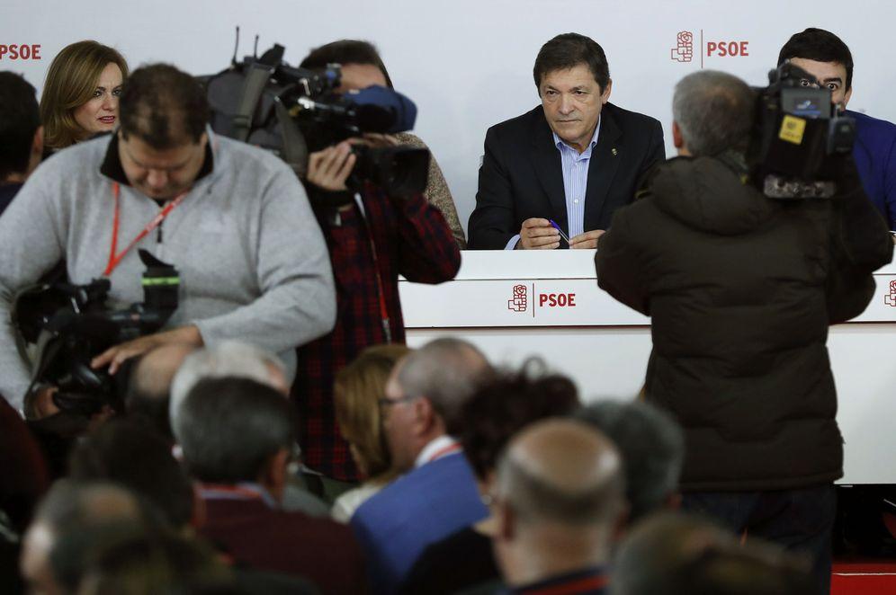 Foto: Javier Fernández, al inicio del comité federal del PSOE de este 14 de enero en Ferraz. (EFE)