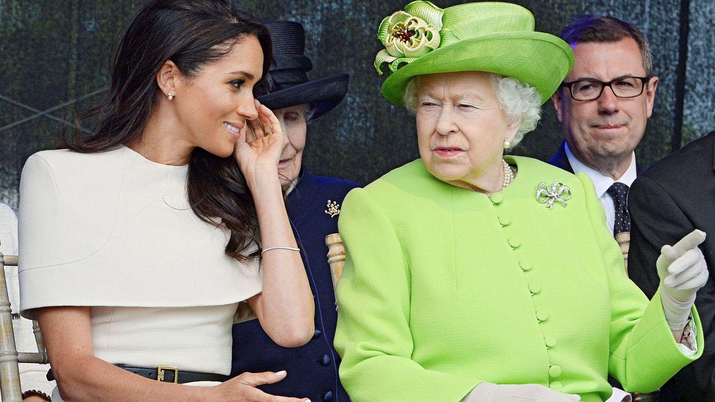 La reina Isabel con Meghan. (Reuters)